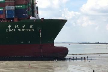 A marea baja este es el aspecto de la proa del buque encallado