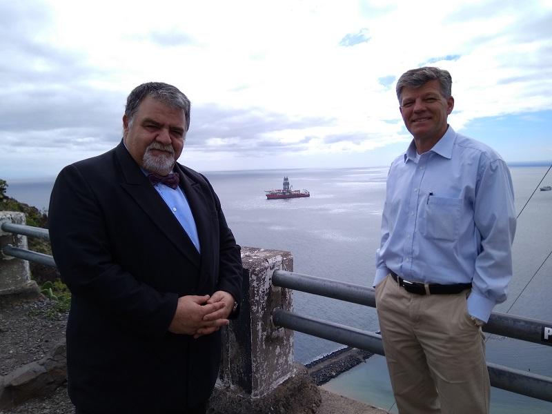 Antonio Padrón y Claus Bihl, en su visita por el litoral de la capital tinerfeña