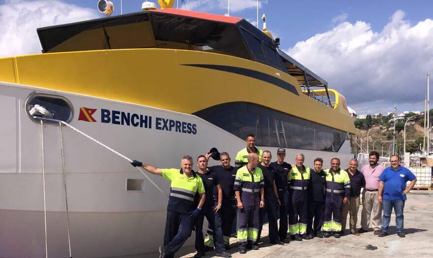 """Parte de la tripulación del  """"Benchi Express"""", poco antes de su partida"""