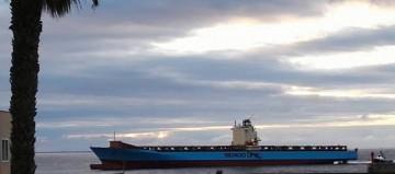 """El buque """"Seago Bremerhaven"""", a su llegada esta mañana al puerto de Santa Cruz de Tenerife"""