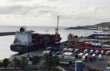 """El buque """"Violeta B"""", esta mañana, atracado en el puerto de Santa Cruz de La Palma"""