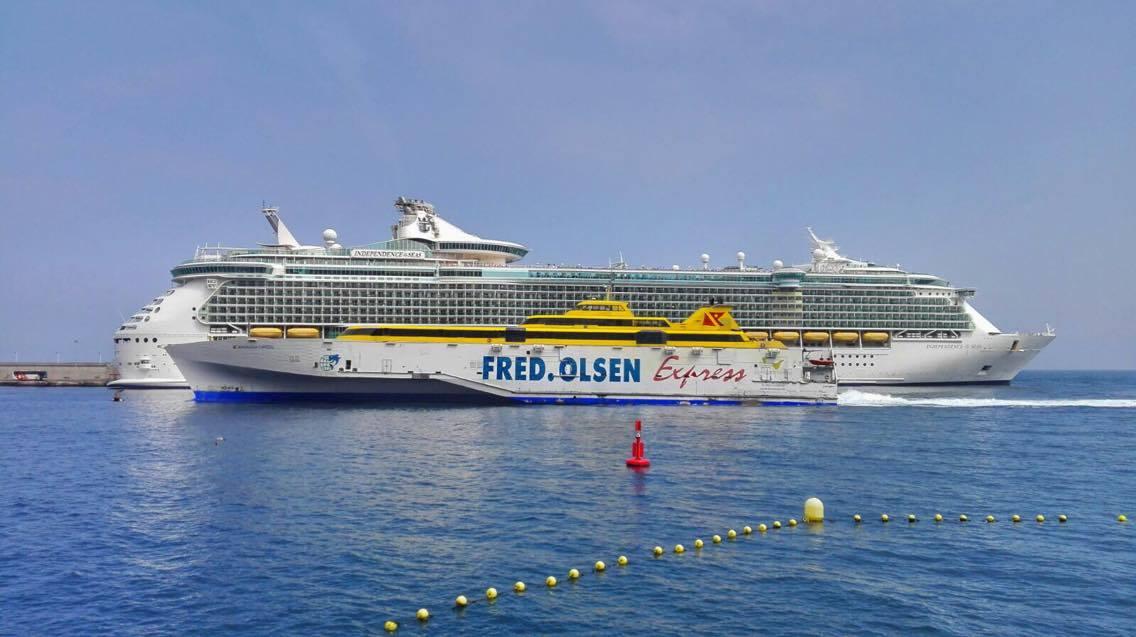 Dos gigantes se encuentran en el puerto de Santa Cruz de La Palma