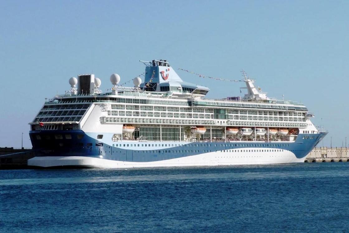 En su primera escala, ayer, en el puerto de Santa Cruz de Tenerife