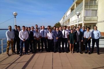 Foto de familia de la nueva promoción de oficiales de Puente y Máquinas de la Escuela de Tenerife