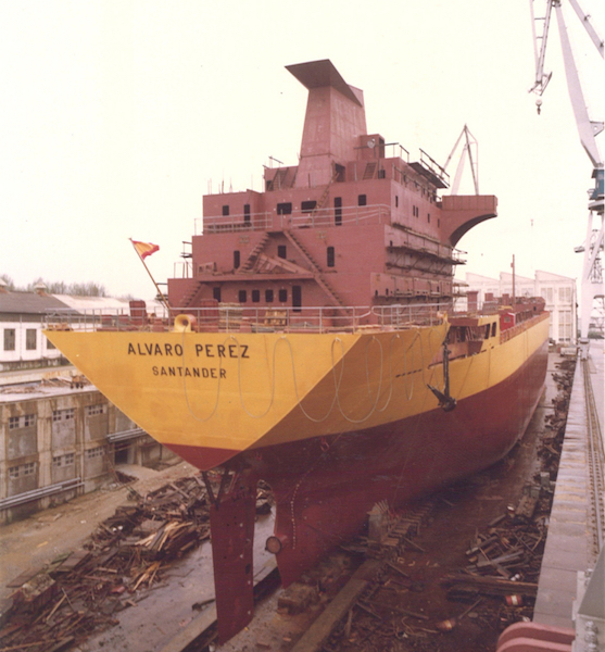 """El buque """"Álvaro Pérez"""", en grada, preparado para su botadura"""
