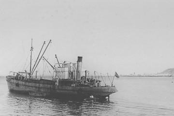 """El buque """"Consuelo de Huidobro"""", en 1934, en aguas del puerto de La Luz"""