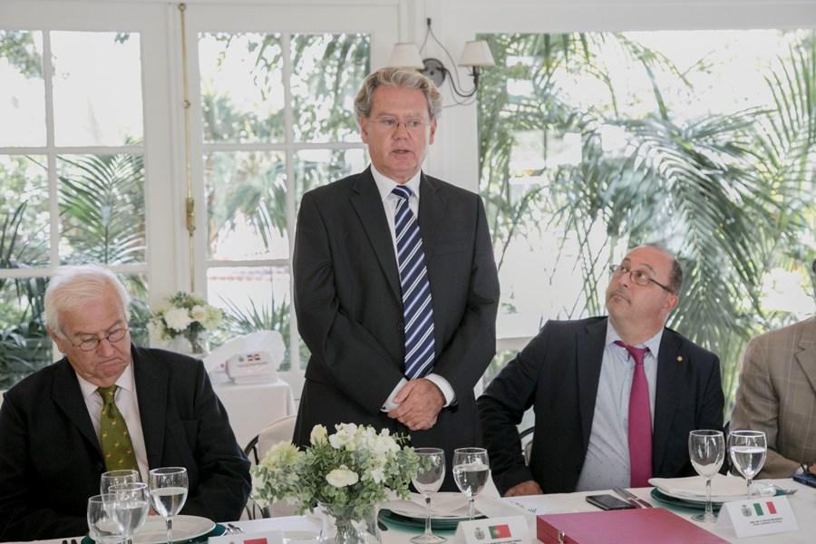 Javier Álvarez Peñate agradece la distinción del Cuerpo Consular