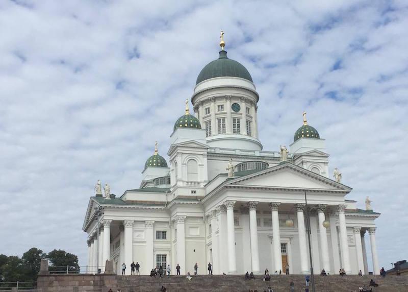 La catedral de Helsinki, vista desde la Plaza del Senado