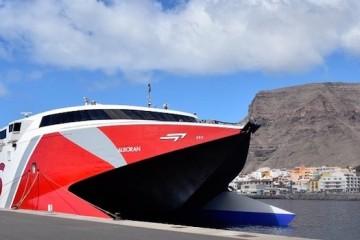 """El catamarán """"Alborán"""", atracado ayer en Valle Gran Rey"""
