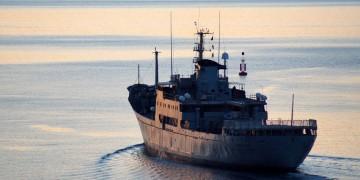 """El buque """"Contramaestre Casado"""", a su salida de la ría de Ferrol"""
