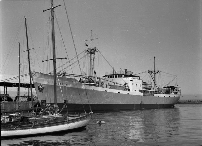 """El buque frutero noruego """"Burgos"""", atracado en el muelle norte del puerto de Santa Cruz de Tenerife"""