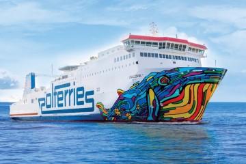 """En el buque """"Cracovia"""" llama la atención la profusa decoración de la proa y las amuras"""