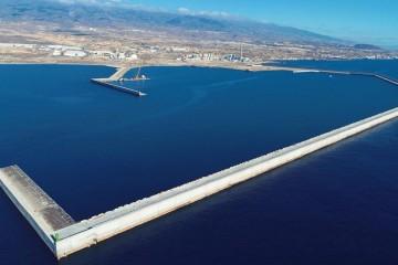 Panorámica del dique de abrigo del puerto de Granadilla