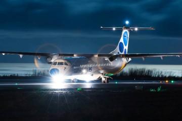 ATR-72 EC-IZO de Canaryfly, en cabecera de pista para despegue