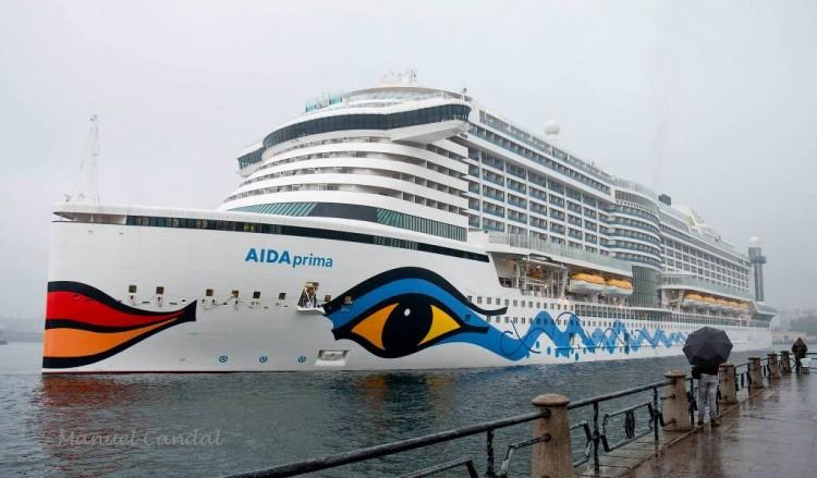 """El buque """"AIDAprima"""", esta mañana, a su llegada a A Coruña"""