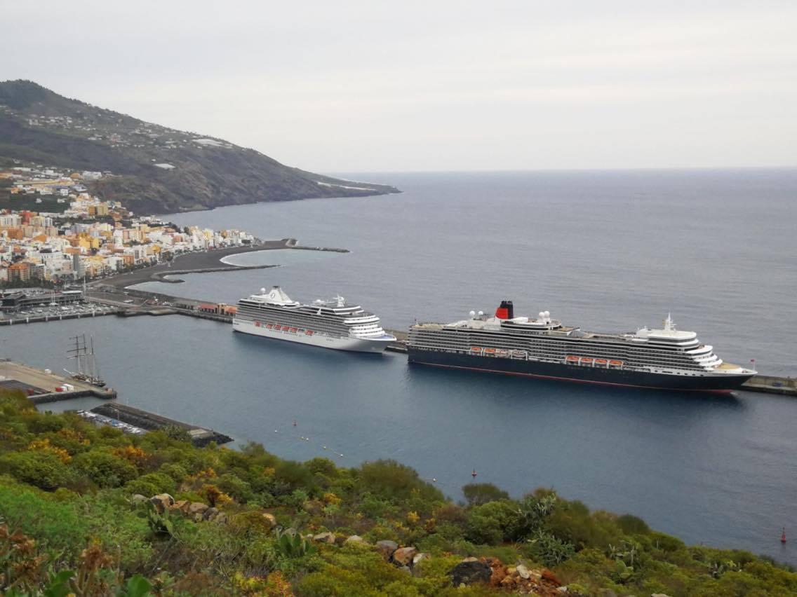 Esta es la estampa que ofrece este mañana el puerto de santa Cruz de La Palma