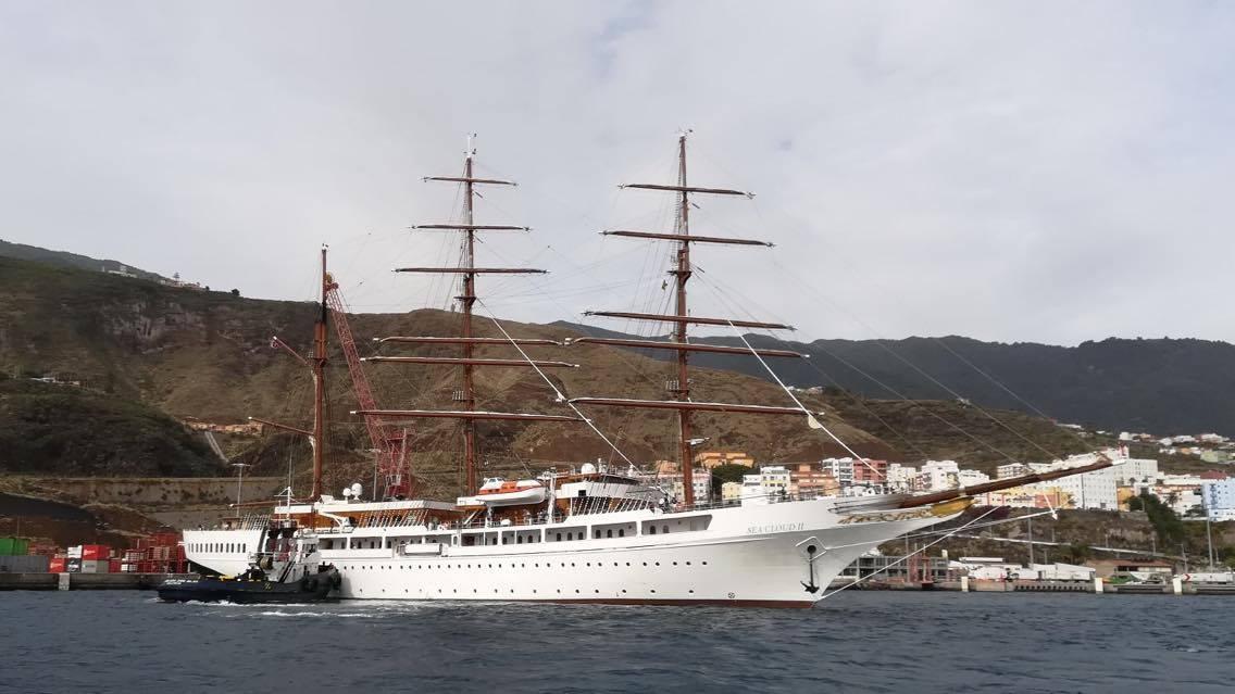 Es un barco bonito, elegante y construido en España