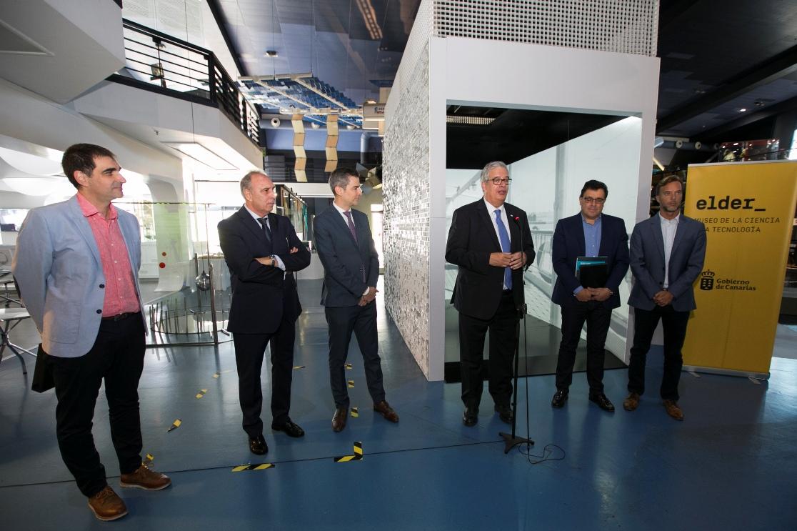 El comisario de la exposición del Centenario de Trasmediterránea explica detalles