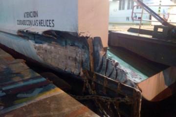 """Estado en el que quedó la aleta del ferry """"Sorolla"""", tras el golpe contra el muelle"""