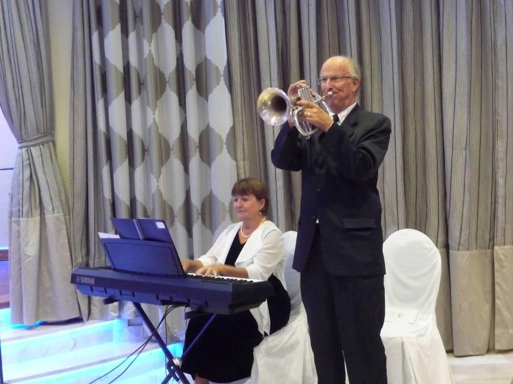 Leo Lyytikkä y Pia ja Pertti Hakanen, en una de sus actuaciones