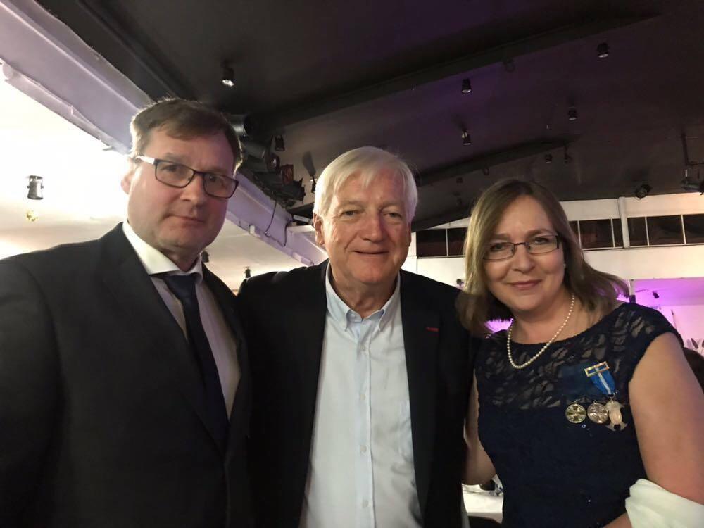 John Lucas (centro), gran amigo de Finlandia