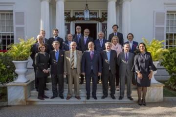 Foto de familia de los ex presidentes del Gobierno de Canarias y los cónsules asistentes
