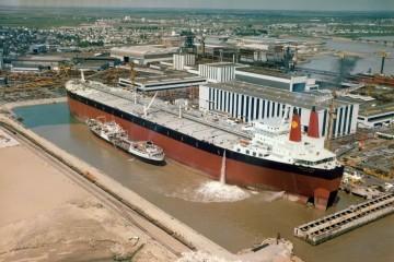 """El petrolero """"Batillus"""", preparado para su entrega en el astillero de St. Nazaire"""