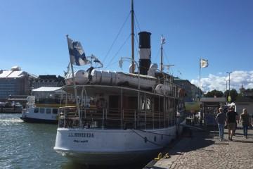 """El buque """"J.L. Runeberg"""" (1912), atracado en el puerto de Helsinki"""