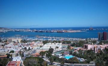 El tráfico de contenedores en Las Palmas y Barcelona crece algo más de un 40%