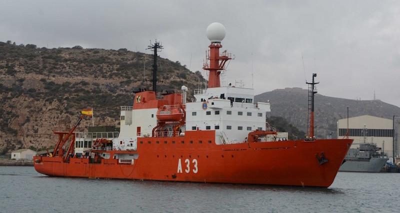 """El BIO """"Hespérides"""" navega rumbo a la Antártida"""