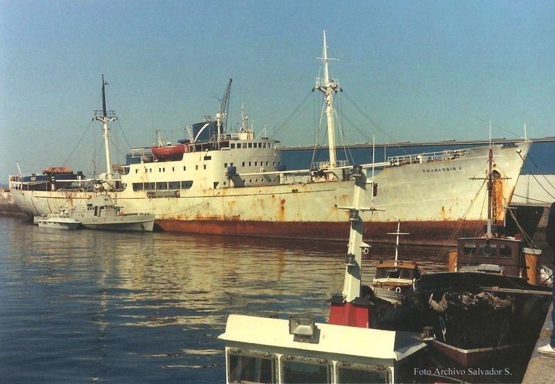 """Tras su apresamiento con el nombre de """"Thanassis K"""" y amarrado en el puerto de Vigo"""