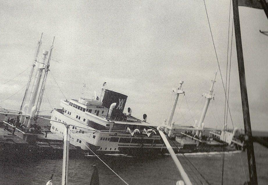 """El buque """"Monte Udala"""", en su lente agonía antes de su hundimiento"""