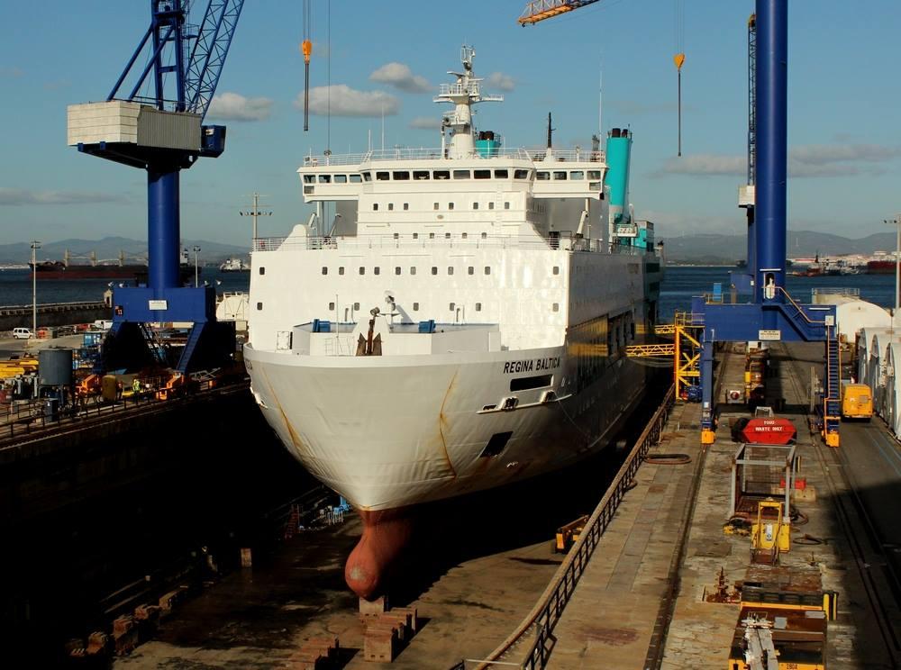 """El buque """"Regina Baltica"""", visto de proa"""