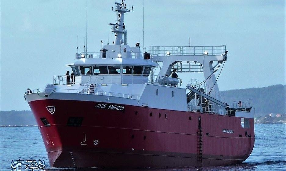 """El pesquero """"José Américo"""", en aguas de la ría de Vigo"""