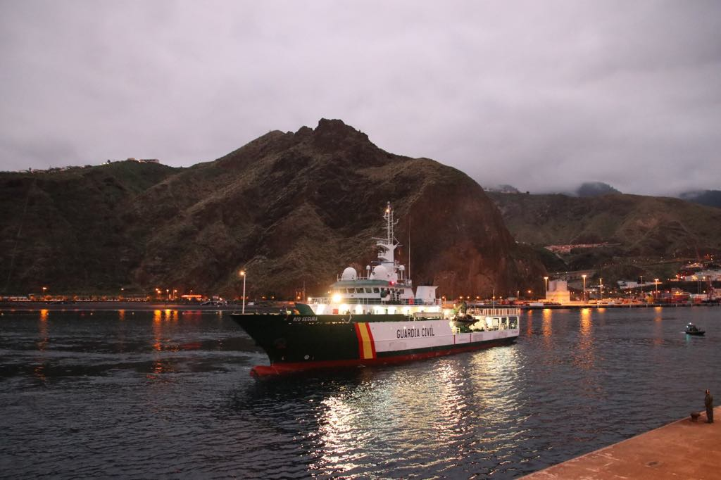 Maniobra de atraque en el puerto de Santa Cruz de La Palma