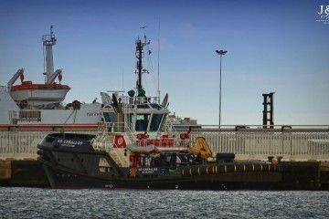 """El remolcador """"VB Ceballos"""", atracado en el puerto de Algeciras"""
