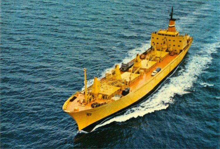 """El buque """"Delfín del Atlántico"""", en una postal de  Naviera del Atlántico"""
