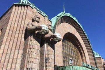 Vista parcial de la fachada de la  Estación Central de Helsinki