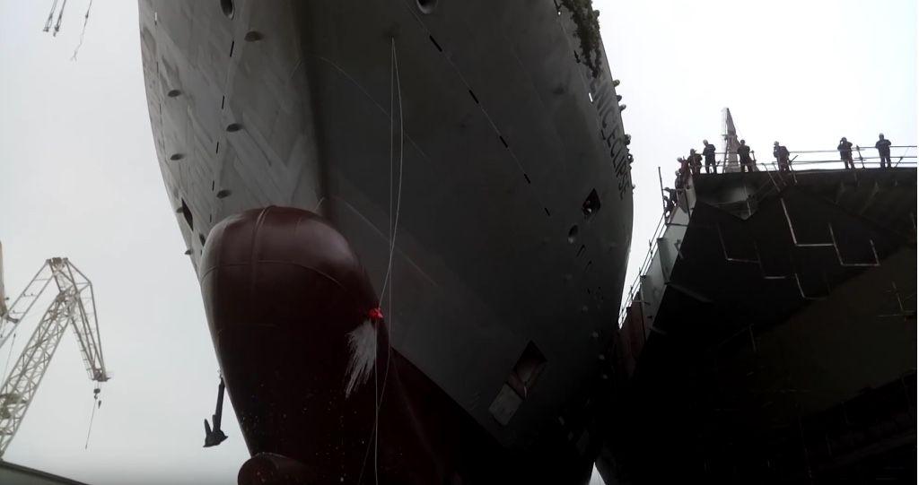 """Vista de proa del buque """"Scenic Eclipse"""", antes de su botadura"""
