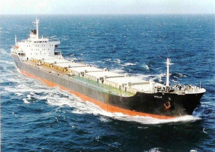 """Estampa marinera del buque """"Aralar"""", propiedad de Naviera Artola"""
