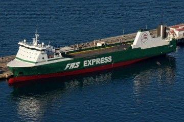 """El buque rolón """"Miramar Express"""", fuera de dique, en el puerto de Gibraltar"""