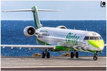 El avión CRJ-1000 tiene una capacidad para 100 asientos