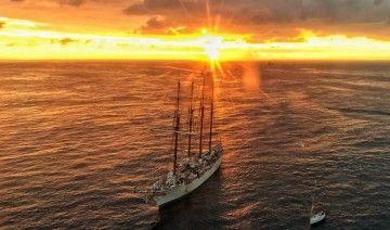 """Con las luces del nuevo día, el buque-escuela """"Juan Sebastián de Elcano"""" arribó al puerto de La Luz y Las Palmas"""