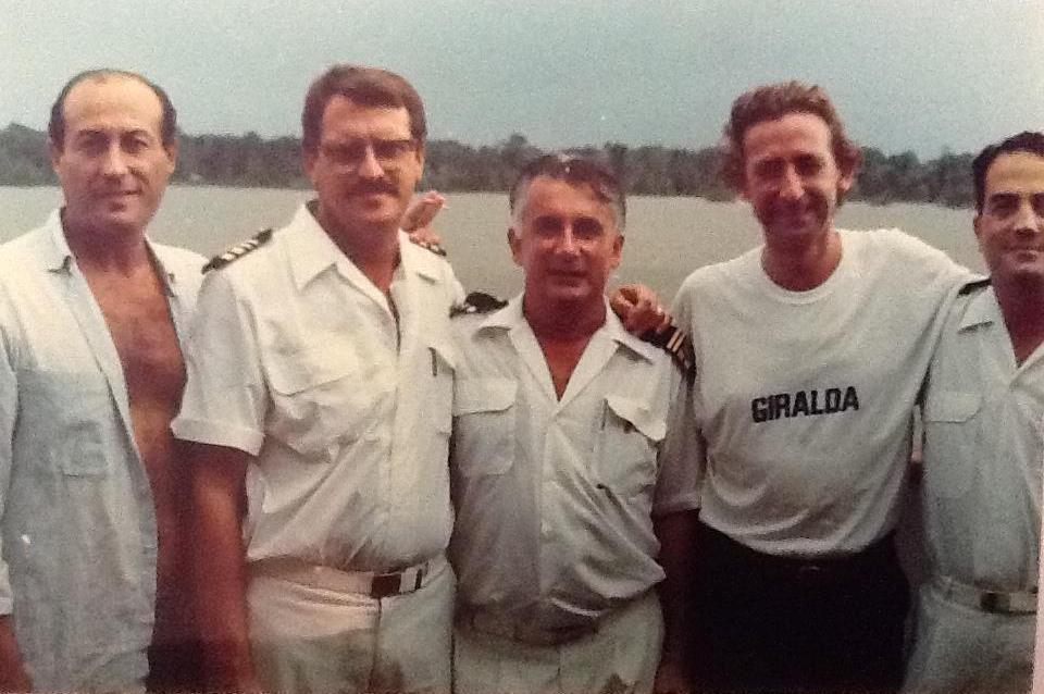 Los oficiales José Miguel Mandillo Roig, Joaquín Bermúdez Lestón y Antonio García Merino. Entre ellos también está Alfonso Ussía