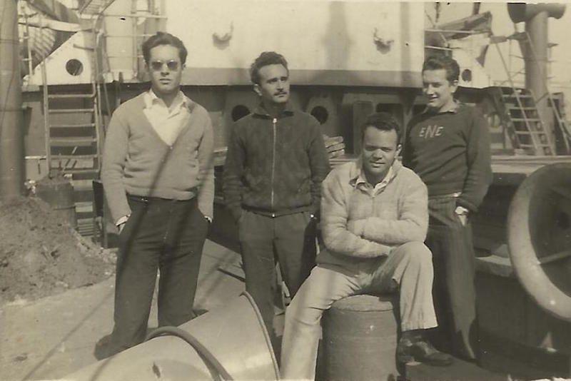 "Con varios compañeros, a bordo del buque ""Castillo Aulencia"""
