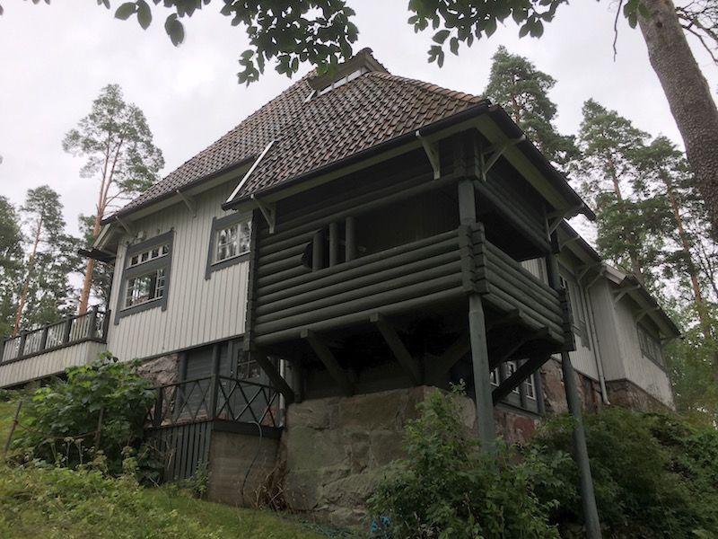 Balcón situado en el ángulo suroeste de Ainola