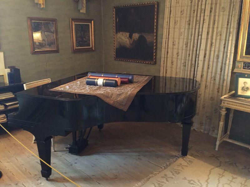 El piano de cola, obsequio de Eero Järnefelt