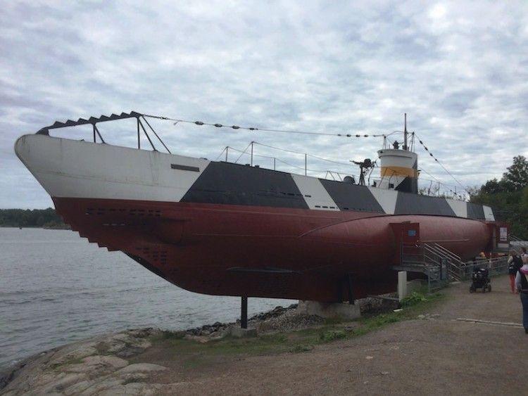 """El submarino """"Vessiko"""", visto por la amura de babor"""