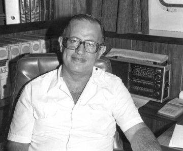 """Antonio Rodríguez Díaz, en su despacho de capitán del petrolero """"Valencia"""""""