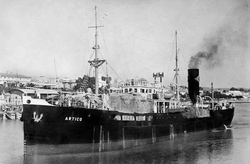 """El vapor """"Ártico"""", de la flota de IPASA, fue su primer embarque de oficial"""